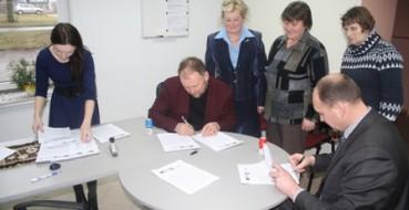 2012 m. sausio 5 d. pasirašytos II kvietimo vietos projektų vykdymo trišalės sutartys